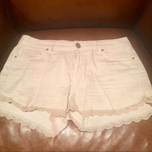Tinsel Women's Cream Colored Denim Shorts/SZ 28